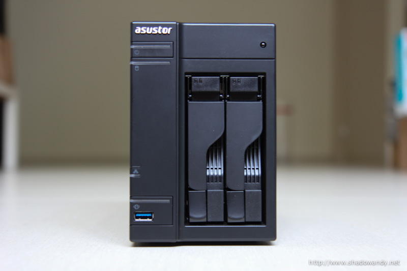 Here is where the power, USB 3.0 port, drive bays as well as activity LEDs are located