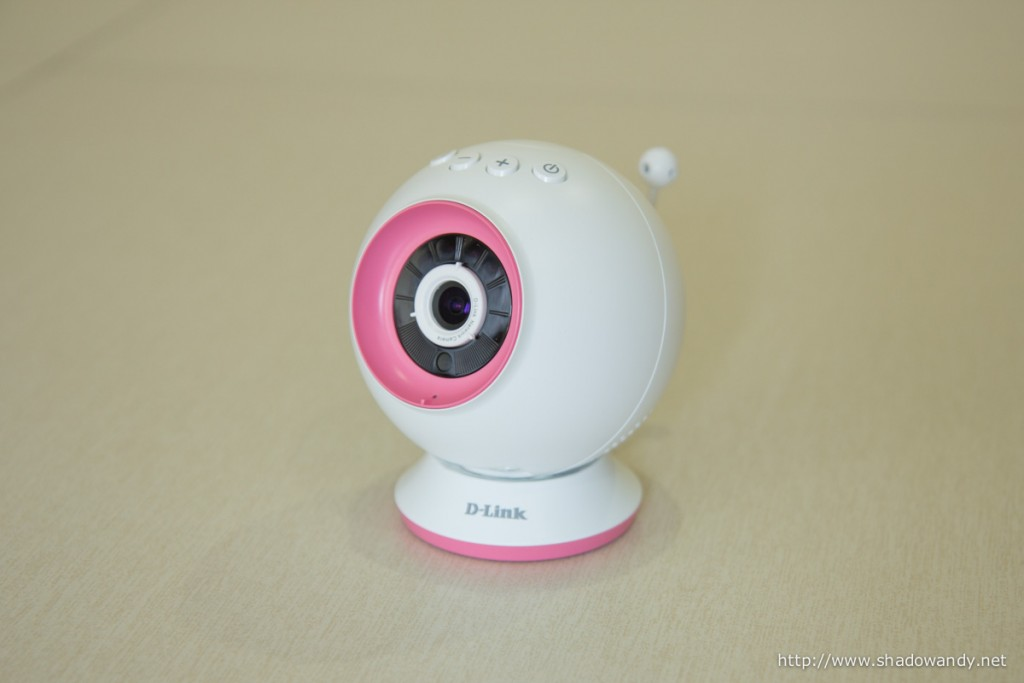 At the front of the WiFi Baby Camera, you will find the camera, infra red emitter and microphone. You can adjust the video focus via the (white) focusing ring.