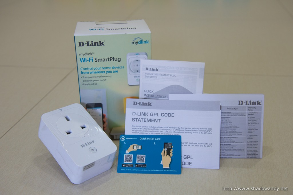Package comprise WiFi Smart Plug, Quick Install Card, Quick Installation Guide and miscellaneous leaflets.
