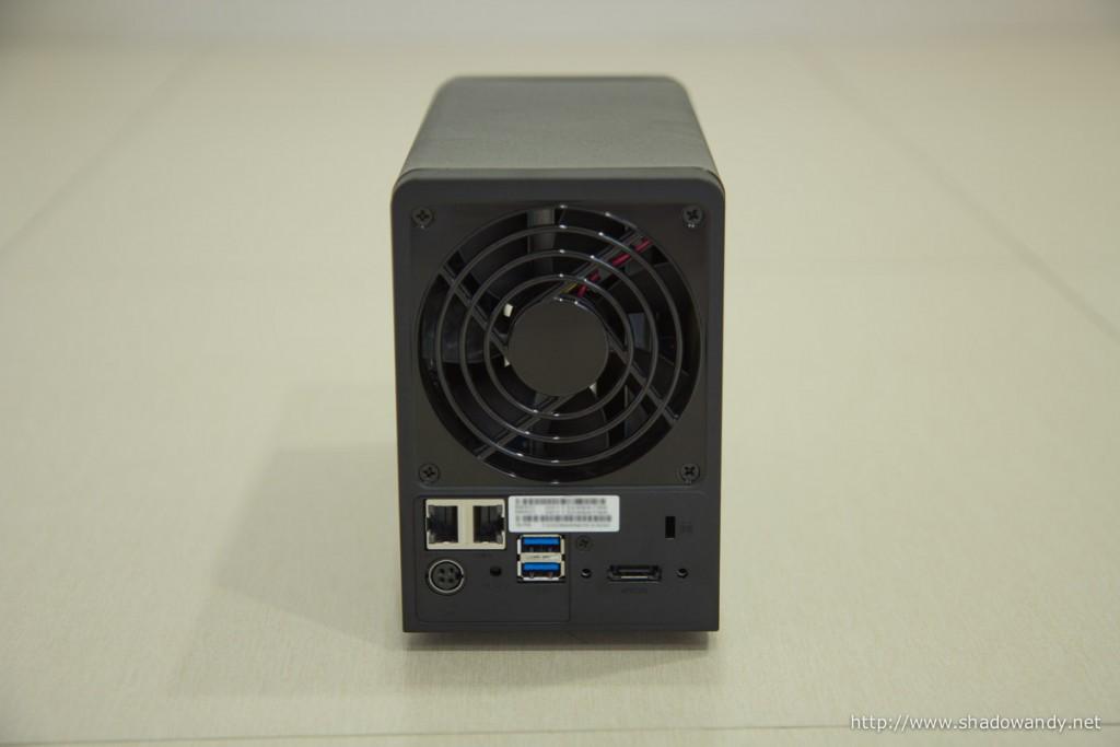 92mm system fan, 2 ethernet ports, 2 USB 3.0 ports, eSATA port, Kensington lock, reset button and power port at the back.