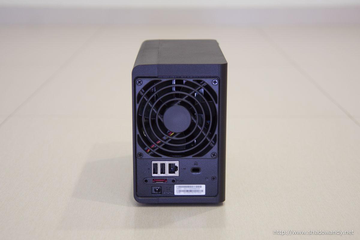 92mm fan, reset button, 2 USB 2.0 ports, Gigabit port, Kensington lock slot, eSATA port and power port.